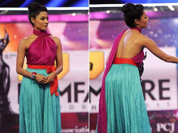 Images via : iDiva.comChitrangada Singh looks lovely in this colour blocked outfit at an award ceremony. The sexy back is the highlight of the otherwise simple ensemble.Related Articles - Celeb Trend: