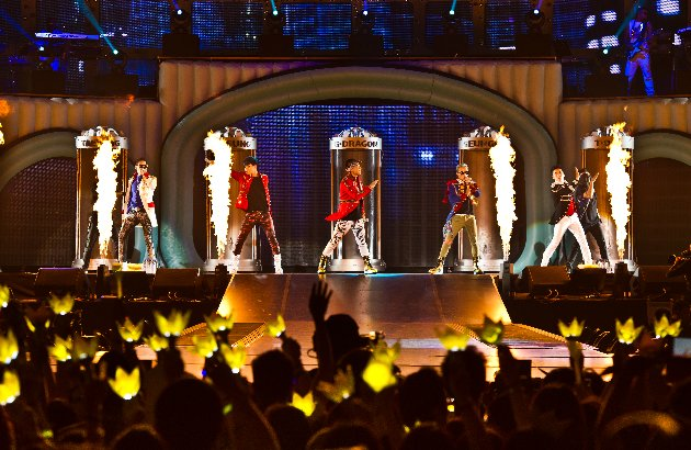 Big Bang performs in Singapore. (Photo courtesy of Launch PR)