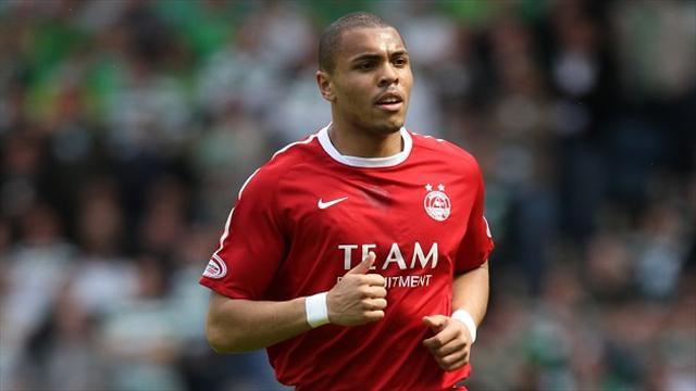 Scottish Premier League - Magennis signs new Aberdeen deal