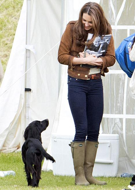 KATE MIDDLETON RECEIVES PRESENT FOR HER DOG, LUPO IN AUSTRALIA
