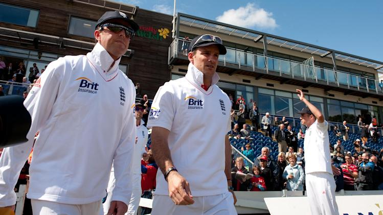 Graeme Swann, left, has paid tribute to Andrew Strauss, right, following his retirement from cricket
