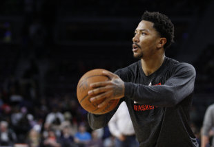 Chicago Bulls guard Derrick Rose warms up before the game against the Detroit Pistons at The Palace of Auburn Hills. (Raj Mehta-USA TODAY Sports)