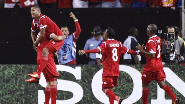 Football - Panama beat Cuba to reach Gold Cup semis
