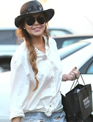 Lindsay Lohan a suspect in theft case - report
