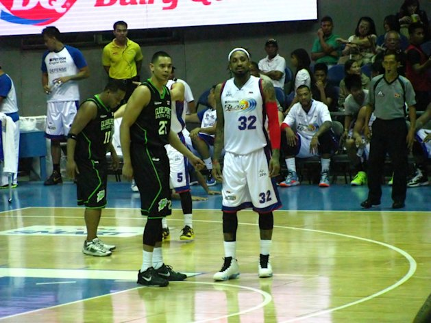 Japeth Aguilar guarded Renaldo Balkman for most of the game. (Photo by Yahoo! PH Sports)