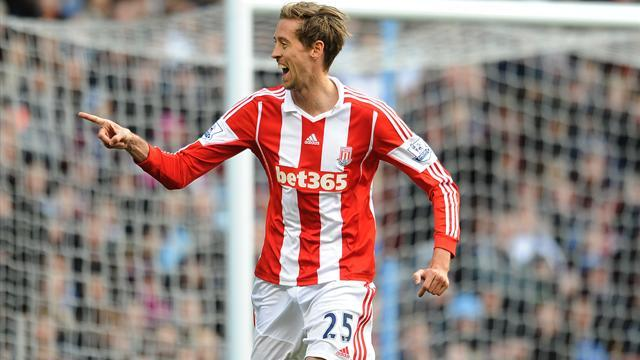Premier League - Crouch returns to haunt Villa in impressive Stoke win