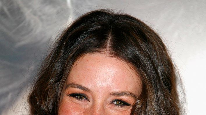 Evangeline Lilly attends the 'Et Apres' Paris Premiere at the Gaumont Ambassade cinema on january 5, 2009 in Paris, France.