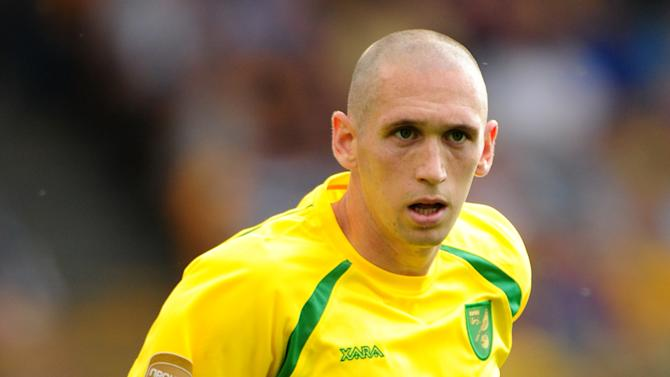 Midfielder Andrew Crofts has rejoined Brighton on a three-year deal from Norwich