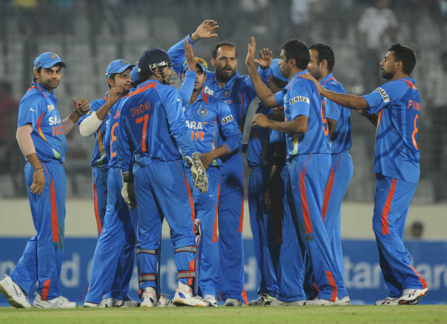 Indian cricketers celebrate the dismissa