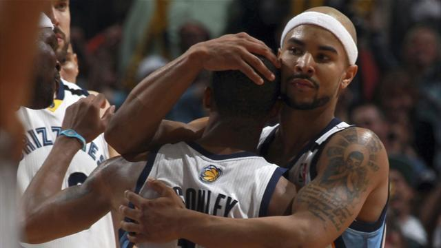 Basketball - Grizzlies buck trend with win over Spurs