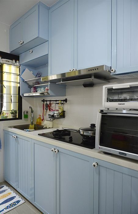 9 inspiring small kitchens in singaporean homes yahoo for Kitchen cabinets 0 financing