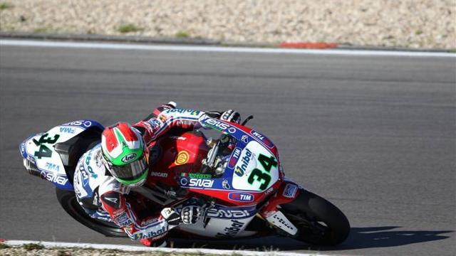 Superbike - Giugliano sets pace at wet Jerez