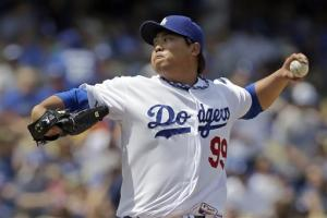 Ryu gets 1st MLB win, Dodgers beat Pirates 6-2