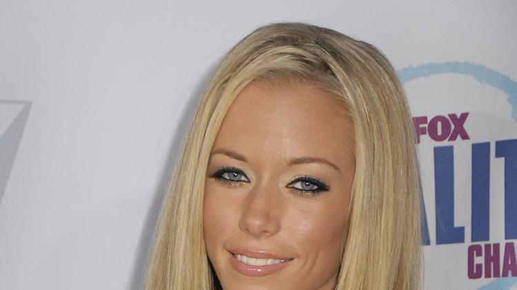 "Kendra Wilkinson arrives at the Fox Reality Channel's ""Really Awards"" held at Avalon Hollywood on September 24, 2008"