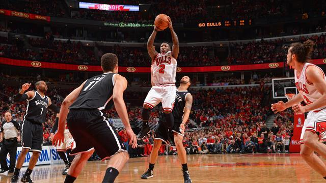 NBA - Robinson inspires Chicago before fouling out