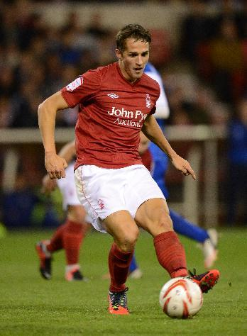 Nottingham Forest's Chris Cohen has penned a new deal with the Championship club