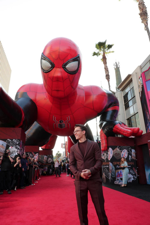 美國知名網站The Verge更稱這次最新續集是一場徹頭徹尾的英勇勝利,封為「史上最棒蜘蛛人電影」也絕不為過。
