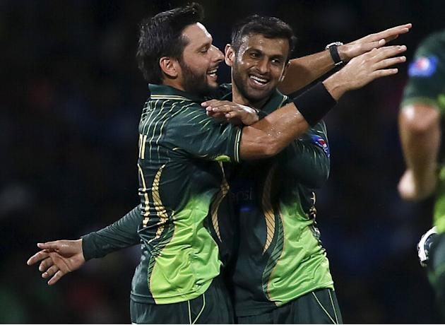 Pakistan's Malik celebrates with captain Afridi after taking the wicket of Sri Lanka's Perera during their second Twenty 20 cricket match in Colombo