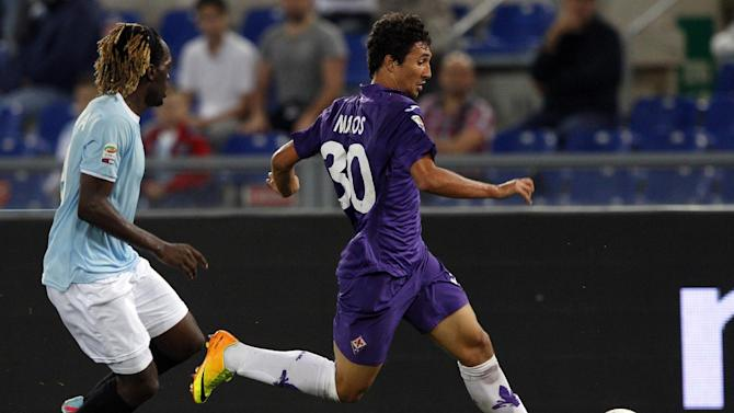 Fiorentina forward Matos Ryder, of Brazil, right, is chased by Lazio defender Luis Pedro Cavanda, of Angola, during a Serie A soccer match between Lazio and Fiorentina, at Rome's Olympic stadium, Sunday, Oct. 6, 2013