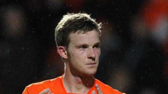Paul Dixon is leaving Dundee United to play for Huddersfield Town in the Championship