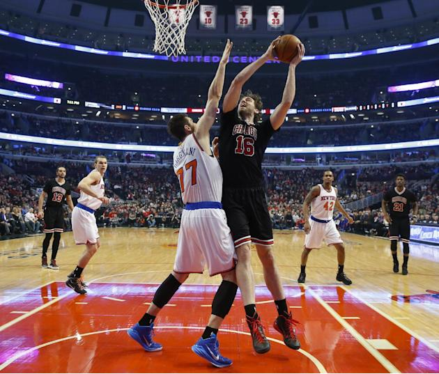 Chicago Bulls forward Pau Gasol (16) goes to the basket against New York Knicks center Andrea Bargnani (77) during the first half of an NBA basketball game, Saturday, March 28, 2015, in Chicago. The B