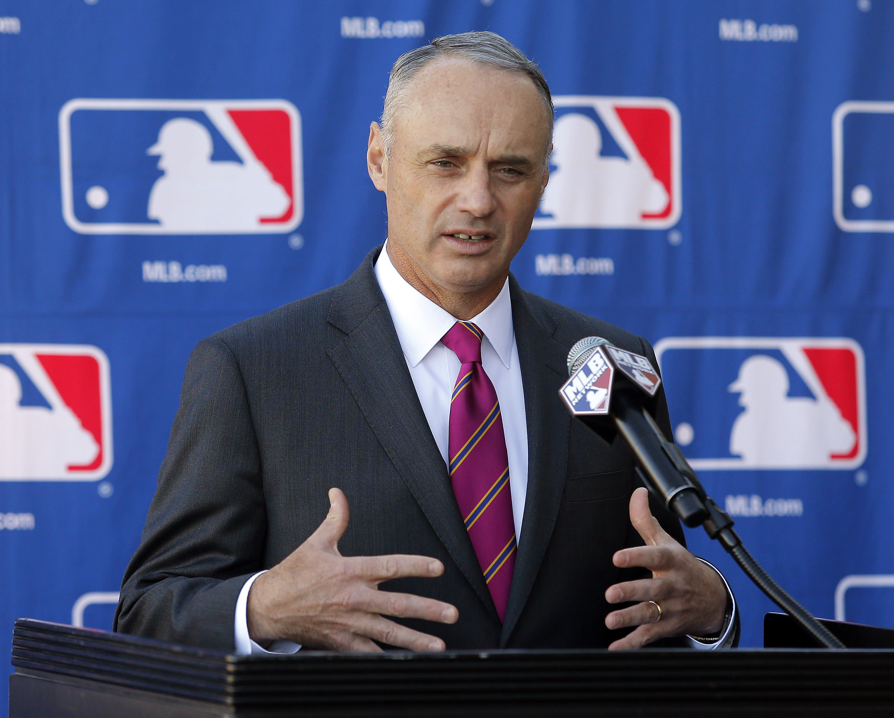 Manfred knows he'll get hit as commish _ his name is on ball