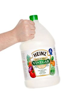 Does vinegar stop colored clothes from bleeding?