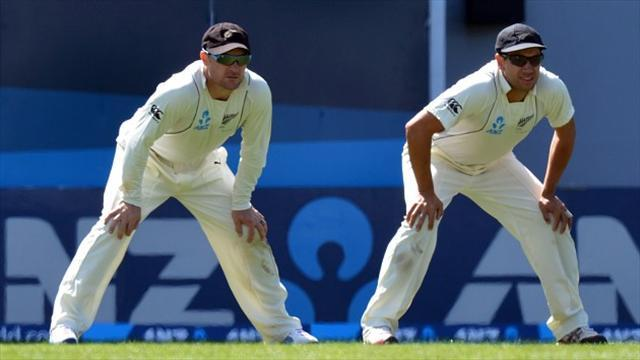 Cricket - Duo give Kiwis boost