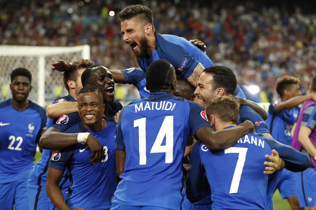 France's Olivier Giroud and teammates celebrate at the end of the match