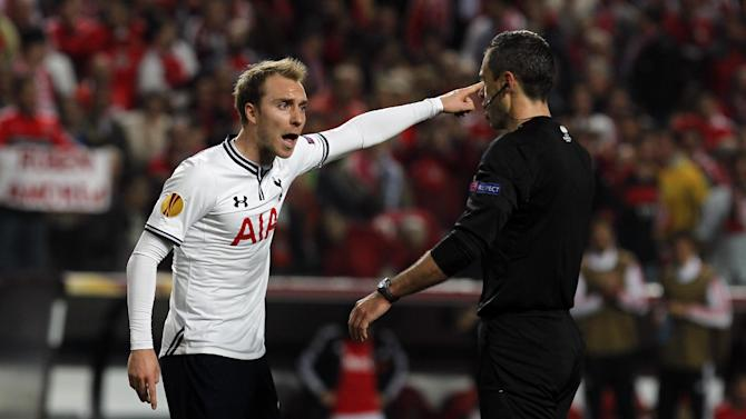 Tottenham's Christian Eriksen, left, from Denmark, talks to the referee Damir Skomina, from Slovenia, during the Europa League, round of 16, second leg soccer match between Benfica and Tottenham at Benfica's Luz stadium, in Lisbon, Thursday, March 20, 2014. Benfica won 5-3 on aggregate and advances to the next round. (AP Photo / Francisco Seco)
