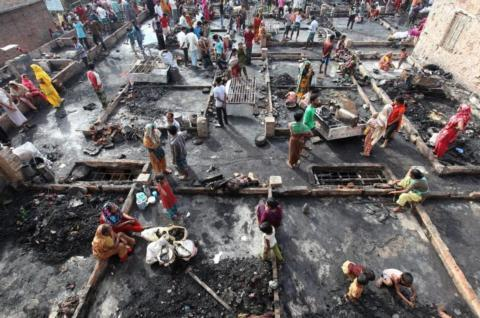 Deaths in Bangladesh slum fire