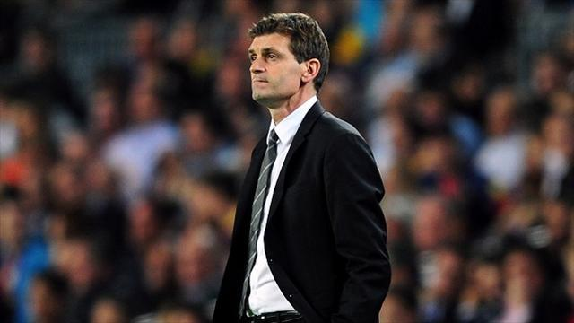 Liga - Vilanova 'rushed to hospital' - reports