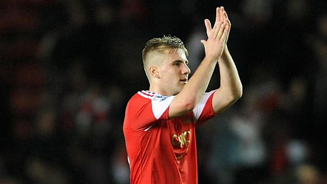 Premier League - Southampton's Shaw set for medical at Manchester United