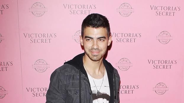 Joe Jonas VS Swim Prty