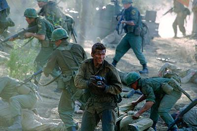 Barry Pepper as Joe Galloway in Paramount's We Were Soldiers