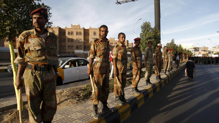 Yemeni soldiers stand guard near the residence of Yemen's president Abed Rabbu Mansour Hadi during a rally to show their support in Sanaa, Yemen, Thursday, Dec. 20, 2012. (AP Photo/Hani Mohammed)