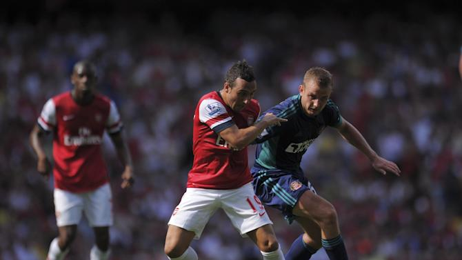 Santi Cazorla, centre, and Lee Cattermole, right, battle for the ball
