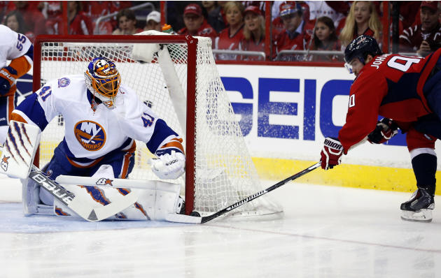Ovechkin, Backstrom lead Caps past Isles 4-3 in Game 2