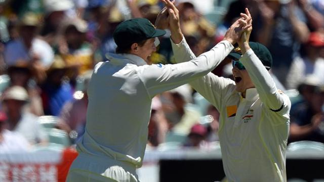 Cricket - Australia strike early to put England on ropes