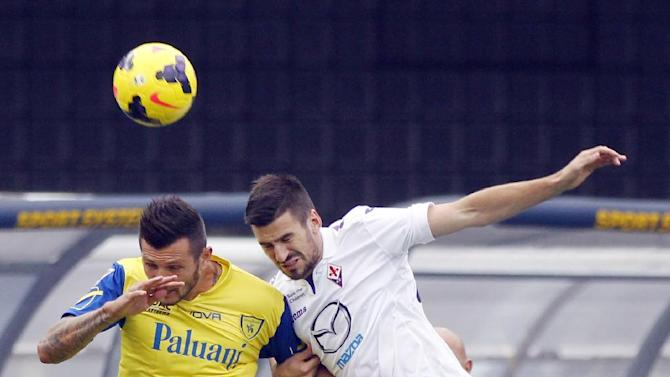 Fiorentina's Nenad Tomovic, right, of Serbia, and Chievo forward Cyril Thereau, of France, jump for the header during a Serie A soccer match at Bentegodi stadium in Verona, Italy, Sunday, Oct. 27, 2013