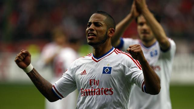 Bundesliga - Schalke to sign Hamburg defender Aogo on loan
