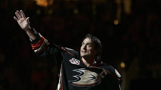 Bonino puts Ducks past Avalanche in season finale
