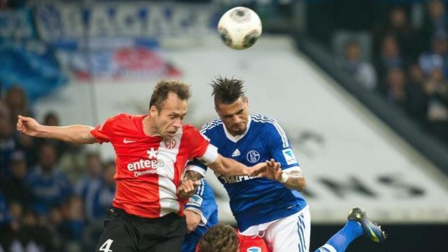 Bundesliga - Lacklustre Schalke held to goalless draw by Mainz