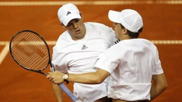 Davis Cup - Bryan brothers keep USA hopes alive