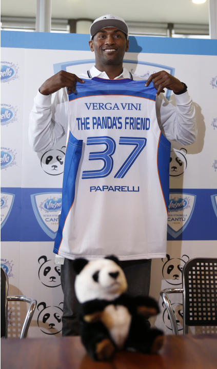Former NBA All-Star Metta World Peace poses with a Pallacanestro Cantu jersey in Milan, Italy, Thursday, March 26, 2015. Former NBA All-Star Metta World Peace has signed for Italian team Pallacanestro