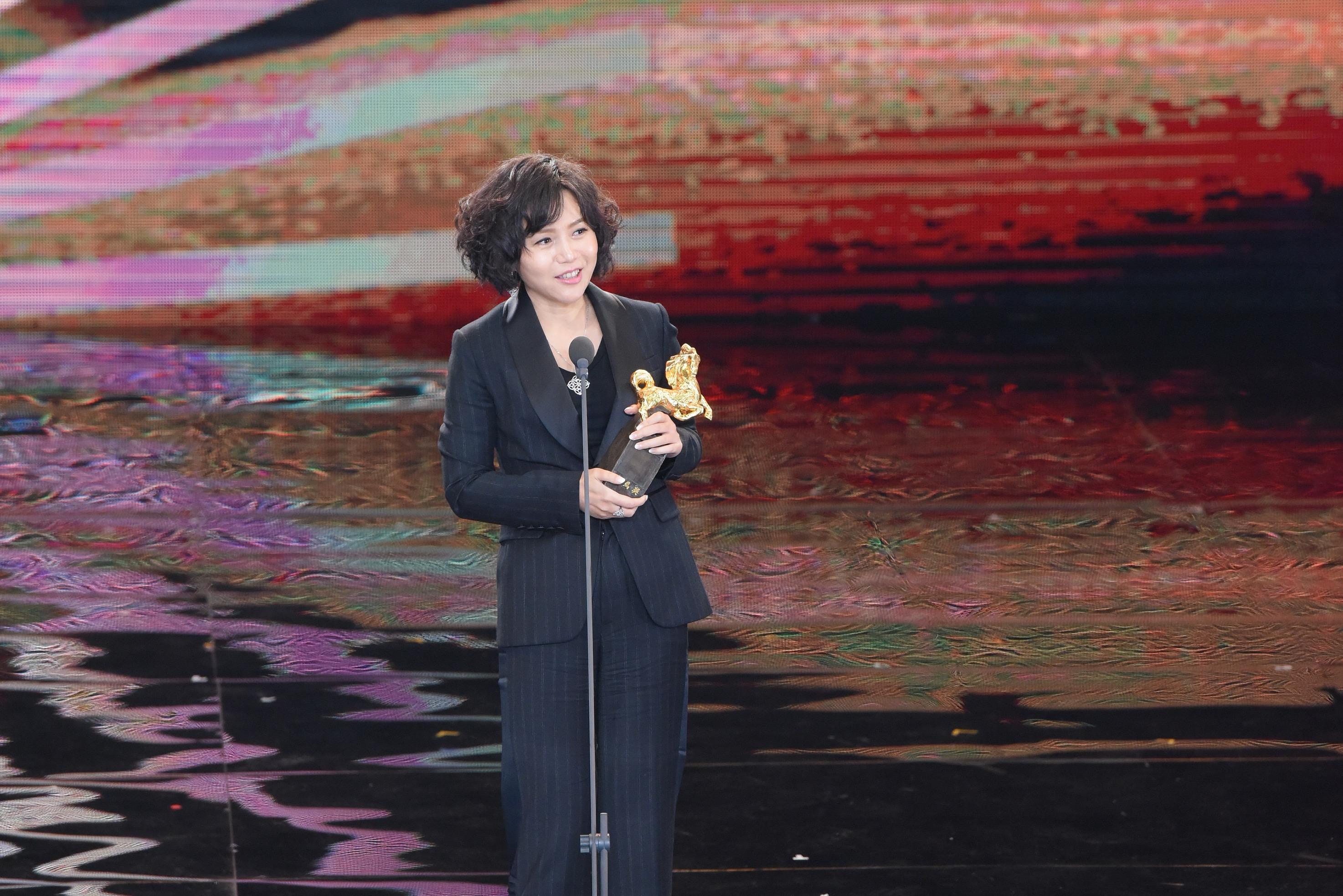 <p>第54屆金馬最佳導演為《嘉年華》文晏,發表獲獎感言時表示:「它《嘉年華》,敘述一個受侵害兒童的故事,它不僅是中國的故事,也是全世界的故事。」(影像:金馬執委會提供) </p>