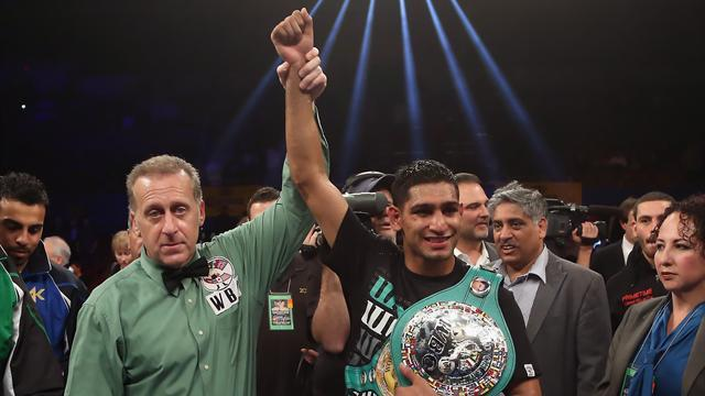 Boxing - Khan halts slump by stopping Molina
