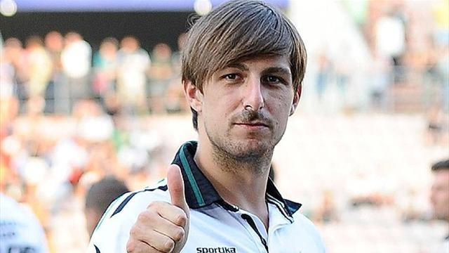 Serie A - Acerbi trains during chemotherapy