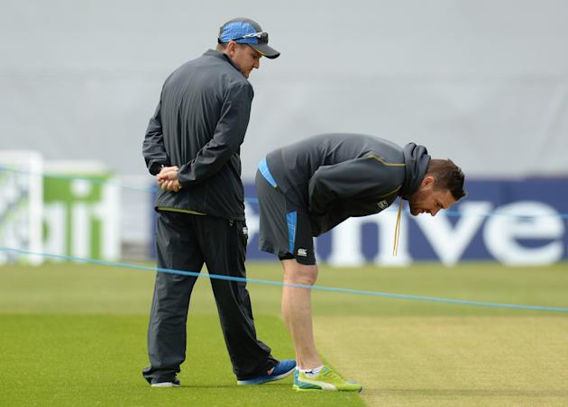 Cricket: New Zealand's Mike Hesson and Brendon McCullum during nets