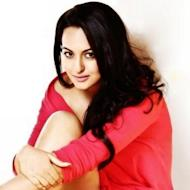 Sonakshi Sinha Wraps Up 'Thupakki' Remake Shooting